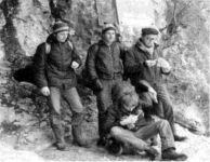 Ustanovitelji pred Zadlaško jamo